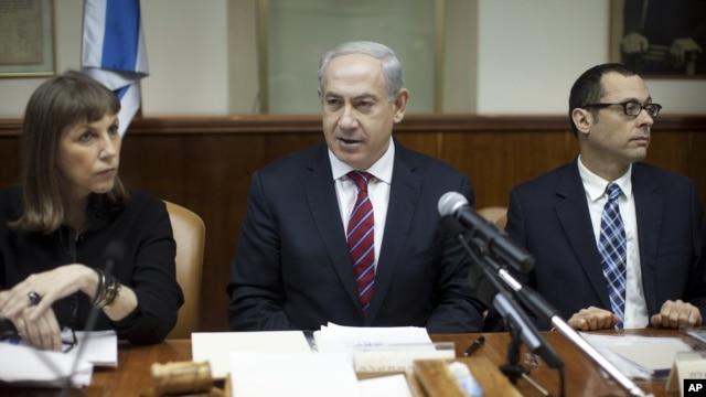 Israeli Prime Minister Benjamin Netanyahu, center, heads the weekly Cabinet meeting in his Jerusalem office, January 6, 2013.