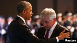 Tổng thống Obama nói ông Chuck Hagel là 'một người yêu nước thực sự', và đã cống hiến cả đời cho nước Mỹ.