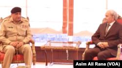 نگران وزیر اعظم ناصر الملک اور جنرل قمر جاوید باجوہ کے درمیان وزیر اعظم آفس میں ملاقات۔ 25 جون 2018