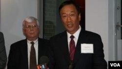 鸿海-富士康集团总裁郭台铭宣布宾州投资计划(美国之音 钟辰芳)