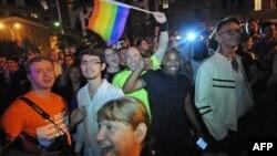 Slavlje na ulicama Njujorka zbog usvajanja zakona o pravu osoba istog pola da stupe u brak