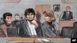 Sur ce croquis, Dzhokhar Tsarnaev, centre, est dé[aint au milieu de ses avocats au cours de la séance du prononcé du verdict du procs sur les attentats de Boston, jeudi 5mai 2015, à Boston