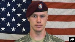 Binh sĩ Mỹ Bowe Bergdahl bị bất tích năm 2009 và được cho là đang bị giam giữ ở khu vực biên giới Afghanistan-Pakistan.