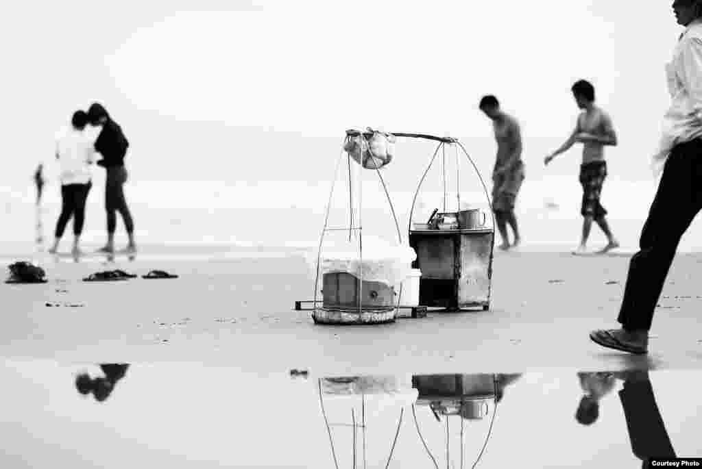 Daily activities on the Back beach, Vungtau, Vietnam, Mar. 9, 2013. (Photo by Cao Hung Lynh/Vietnam/VOA reader)
