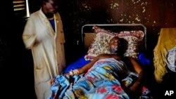 Une victime d'un tir entre groupes rebelles à l'hopital de Bambari.