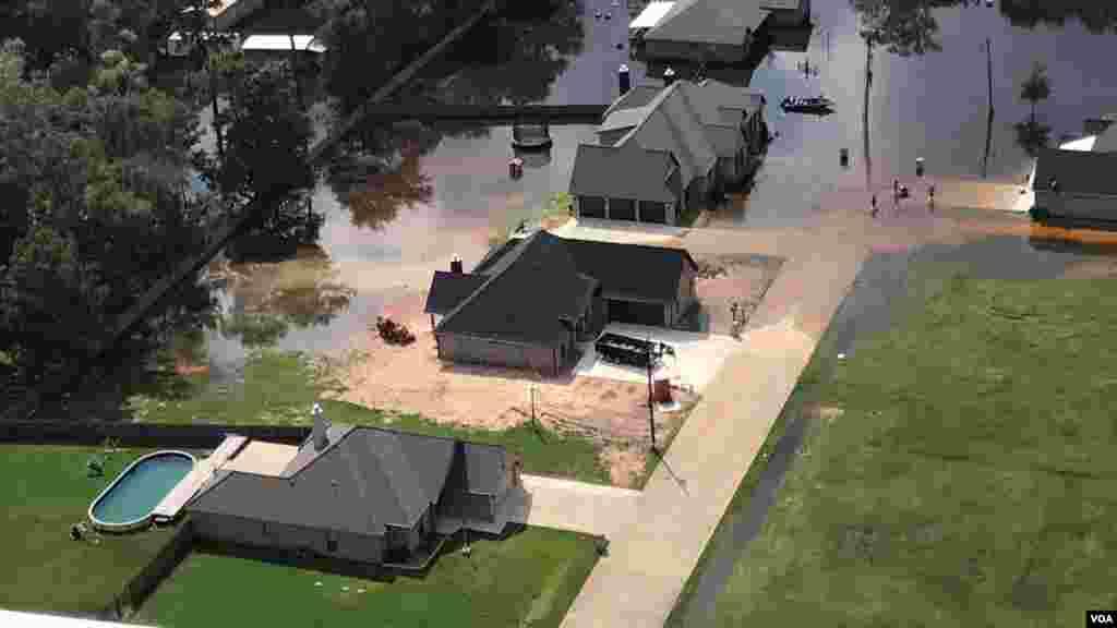 Hyustonun Harvi qasırğasından sonra havadan çəkilən görüntüləri. Texas Ordusunun Milli Qvardiyası.