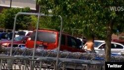 زن حامله ۲۶ ساله با فورد «اس یو وی» قرمزش دزد کیف دستی اش را دنبال و محکم به او اصابت کرد. عکس از WLOS.