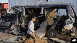 Пошкоджений вибухом автомобіль у Багдаді