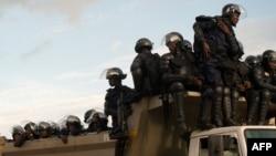 Ba policiers na mutuka moko na Lubumbashi, Haut-Katanga, 9 décembre 2011.