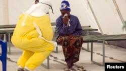 La Organización Mundial de la Salud informó que la cifra de muertos por el brote de ébola llegó a más de 7.500 personas y el número de casos se acerca a 20 mil.