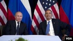 باراک اوباما و ولادیمیر پوتین، در اجلاس جی-۲۰ در مکزیک