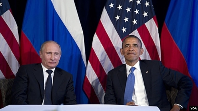 Presidents Obama (r) and Putin at the G20 meeting in Los Cabos.