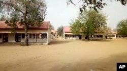 Sekolah khusus perempuan bidang Sains dan Teknologi di Dapchi, Yobe, Nigeria yang diserang kelompok militan Boko Haram dan menculik lebih dari 100 siswi di sana (foto: dok).