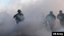 美国陆军一个战斗旅2017年1月23日展开实战演习(美国陆军照片)