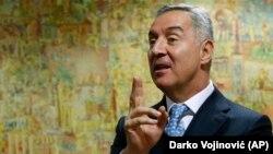 Bivši premijer Crne Gore Milo Đukanović u ekskluzivnom intervjuu za novinsku agenciju Asošijeted Pres, 14. marta 2017. (AP Photo/Darko Vojinović)