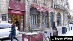 Selama ini dikenal karena minuman anggurnya, kota Bordeaux di Paris kini memiliki reputasi untuk upayanya melawan radikalisasi. (VOA/Lisa Bryant)