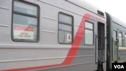 資料照片: 停在俄蒙邊界納烏什卡站等待入境蒙古的莫斯科-烏蘭巴托國際列車。