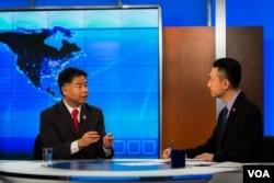 美国众议员刘云平与美国之音时事大家谈主持人黄耀毅