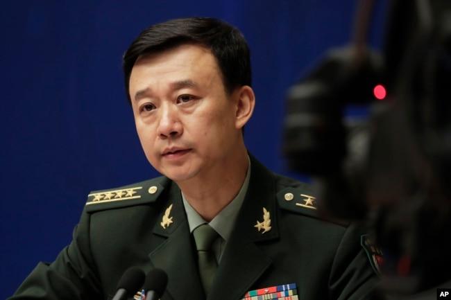 中國國防部發言人吳謙大校在北京的記者會上(2017年7月24日)