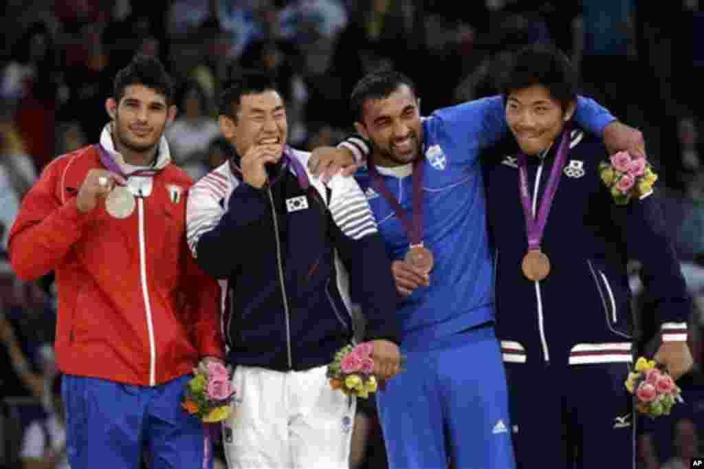 유도 남자 90kg급 메달리스들. 왼쪽부터 은메달을 딴 쿠바의 아슬리 곤잘레스, 금메달 수상자인 한국 송대남, 동메달을 딴 그리스 일리아스 일리아디스와 일본의 마사시 니시야마 선수.