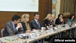 """Regionalni sastanak Inicijative """"Životna sredina i bezbijednost"""" (ENVSEC), koja predstavlja partnerstvo šest međunarodnih organizacija (OEBS, REC, UNDP, UNECE, UNEP i NATO) otvoren je u Podgorici, 1. aprila 2014."""