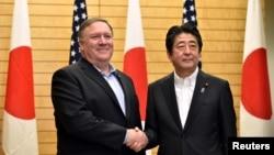 آقای پمپئو روز یکشنبه در دیدار با نخست وزیر ژاپن مذاکرات خود در کره شمالی را «سازنده» دانست.