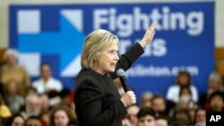 미국 대통령 선거 민주당 경선에 출마한 힐러리 클린턴 후보가 3일 뉴햄프셔주 맨체스터에서 열린 유세에서 연설하고 있다.