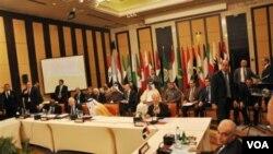 Para Menteri Luar Negeri Liga Arab di Kairo, Mesir (8/1) sepakat untuk memperpanjang keberadaan Tim Pemantau di Suriah.