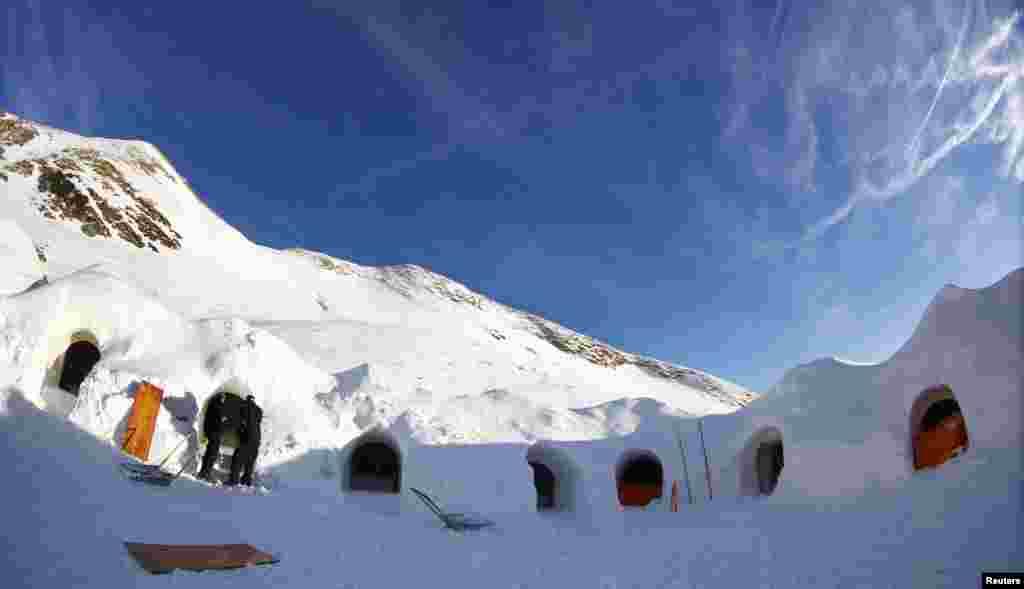 جرمنی کے پہاڑی علاقے میں برف میں بنے گھروں یعنی 'اگلو' پر مشتمل ایک علاقہ آباد کیا گیا ہے۔