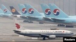 중국국제항공(Air China) 여객기가 한국 인천국제공항 터미널에 대기하고 있다. (자료사진)