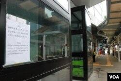 位於新界荃灣的城門谷公共游泳池,星期二下午受救生員局部罷工影響需要關閉(美國之音湯惠芸攝)