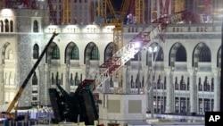 11일 사우디아라비아 성지 메카의 최대 사원에서 크레인이 붕괴되면서, 107명이 숨지고 230명이 다쳤습니다.