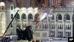 Tiang derek konstruksi yang ambruk di Masjidil Haram, Mekkah, Arab Saudi (12/9).