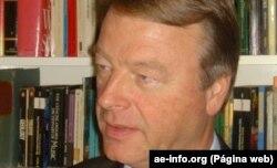 Professor André Thomashausen