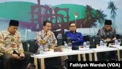 Diskusi mengenai wacana perubahan skema pemilihan kepala daerah dari langsung menjadi melalui DPRD di gedung DPR/MPR, Senayan, Kamis, 14 November 2019. (Foto: Fathiyah Wardah/VOA)