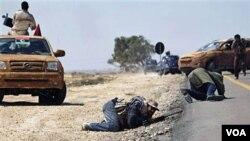 Libi: Rejim Khadafi a ap Chache yon Solisyon Pou Kriz la