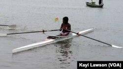 Claire Ayivon s'entrainant sur le lac Togo, le 5 mai 2021.