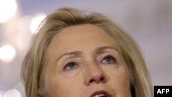 Ngoại trưởng Hoa Kỳ Hillary Clinton nói chuyện với báo giới về Syria tại Bộ Ngoại giao ở Washington, 12/8/2011
