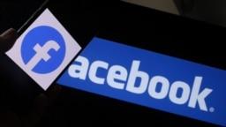 Dalam foto ilustrasi yang diambil di Los Angeles, AS, pada 12 Agustus 2021 ini tampak logo media sosial Facebook terpampang pada sebuah smartphone yang berada di depan sebuah layar komputer. (Foto: AFP/Chris Delmas)