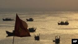 Tàu đánh cá Việt Nam ở Lý Sơn, Quảng Ngãi