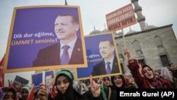 İstanbul'da Başbakan Erdoğan'a destek amacıyla toplanan kadınlar