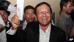 Chủ tịch đảng đối lập Cứu quốc Campuchia Kem Sokha đi bỏ phiếu ở ngoại ô Phnom Penh, 4/6/2017