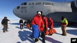 El secretario de Estado arribó a la Antártida procedente de Nueva Zelanda a bordo de un avión militar de carga C-17 Globemaster.