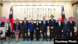 台湾总统蔡英文2019年10月28日接见卢森堡国会议员访问团(台湾总统府提供)