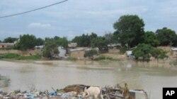 Lagoa do bairro do Ritondo (Malanje) também é lixeira.