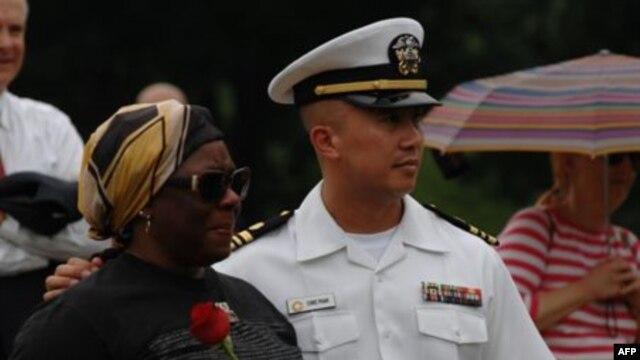 Luật sư-Thiếu tá Chris Phan tại lễ tưởng niệm các nạn nhân vụ khủng bố 11/9/2001