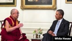 Presiden Barack Obama bertemu Dalai Lama di Ruang Peta Gedung Putih, Jumat (21/2).