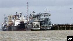 2009년 6월 버마 양군에 정박한 북한 국적 선박. 당시 유엔 안보리 결의에 따라 수출이 금지된 북한의 소형 무기를 선적한 것으로 알려졌다. (자료사진)