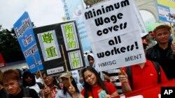 Lao động nước ngoài tham gia biểu tình đòi tăng lương và đối xử tốt hơn tại Đài Bắc, Đài Loan, ngày 1/5/2012.