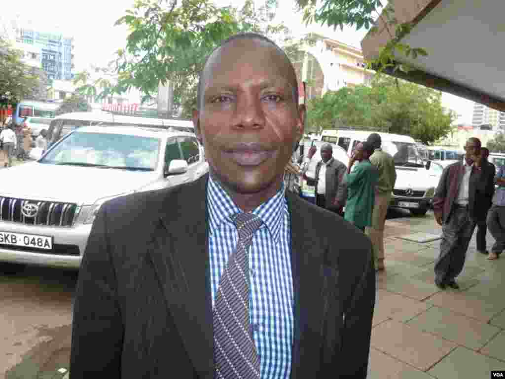 """Charles Ngigi, un évêque de nairobi, a félicité les Américains d'avoir, selon lui, fait preuve de maturité en démocratie. """"Le perdant a immédiatement concédé la défaite, ce qui a apporté la paix"""", a-t-il dit (G. Joselow/VOA)"""